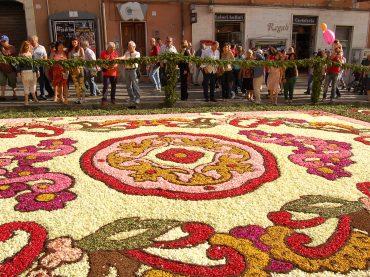 Genzano. Dal 13 al 15 giugno 2015 torna la Tradizionale Infiorata, nata nel 1778 in occasione della Festa del Corpus Domini