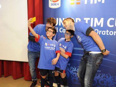 Danilo Cataldi e Kostas Manolas hanno incontrato la Junior TIM Cup tra selfie ed emozioni