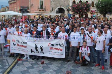 """""""Io sto con le donne"""", un migliaio gli uomini scesi in piazza contro il femminicidio"""