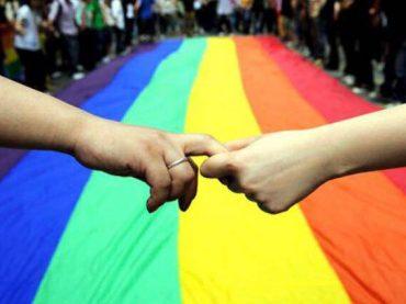 Flash-mob contro l'omofobia in Piazza Trilussa