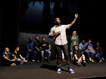 Migranti… sull'Olimpo, nell'originale spettacolo teatrale scritto e diretto da Magda Mercatali