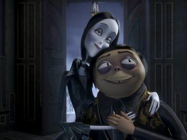 Prime foto e character poster per La Famiglia Addams con le voci di Virginia Raffaele, Loredana Bertè e