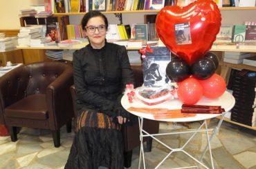 """Intervista (con sfida al lettore) a Laura Costantini, autrice della collana """"Diario Vittoriano"""""""