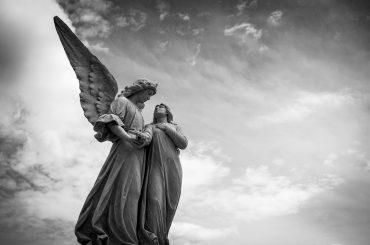 Gli Angeli, tra sacro e profano, fiabe e religione, terra e cielo